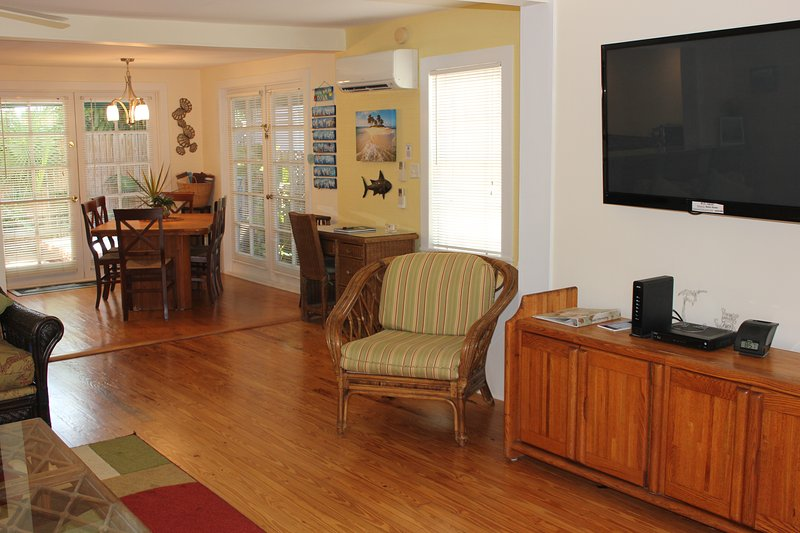 Spacious living room & dining room  - Sailor House--Newly Renovated 2BD/1.5B steps off Duval St. - Key West - rentals