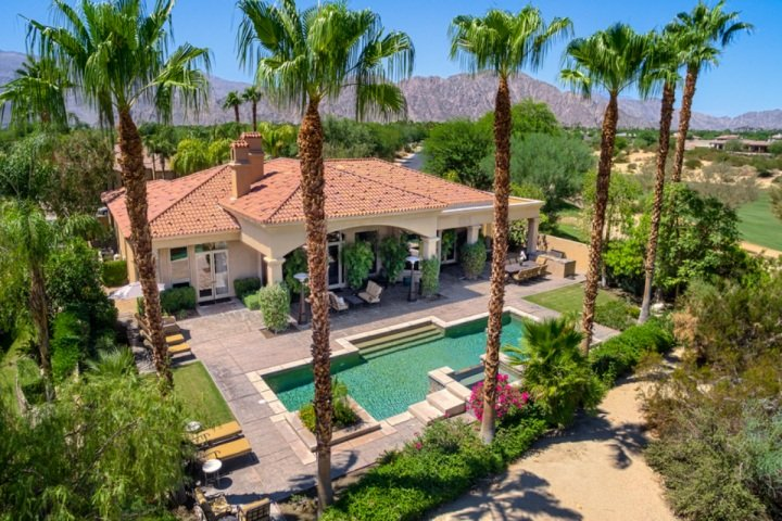 Salt water pool and back patio - Greg Norman Luxury Mountain View Villa W/Salt Water Pool/Spa - La Quinta - rentals