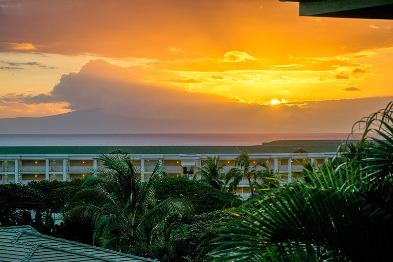 Sunset from upper lanai - Maui Breeze Retreat in Wailea, Awesome Ocean Views - Wailea - rentals