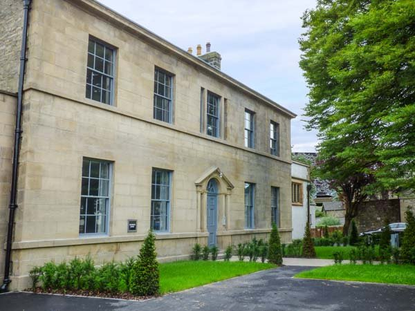 CRAGDALE, luxury first floor apartment with king-size en-suite bedroom, allocated parking and WiFi, in Settle, Ref 936312 - Image 1 - Settle - rentals