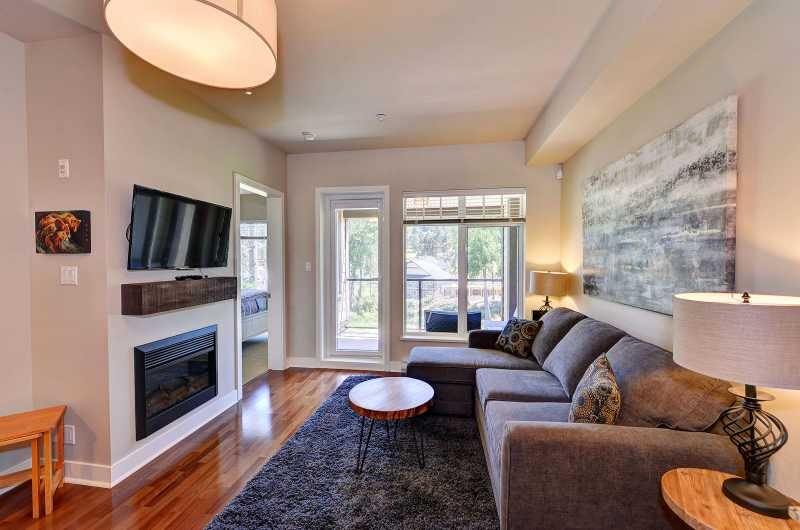 Fireplace and comfortable high end furnishings - One bedroom condo steps to Bear Mountain Golf Course - Victoria - rentals