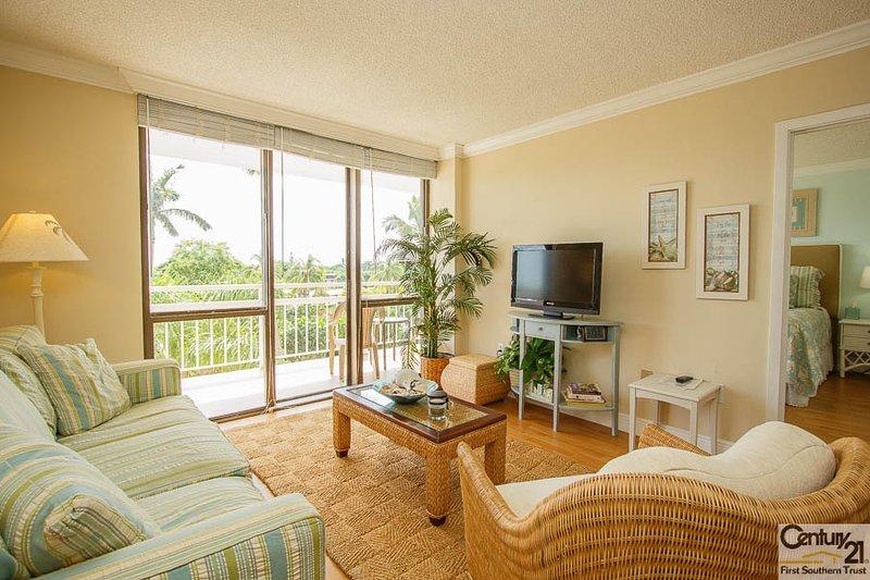 Living Area - Tradewind406 - Tradewinds Condo - Marco Island - rentals