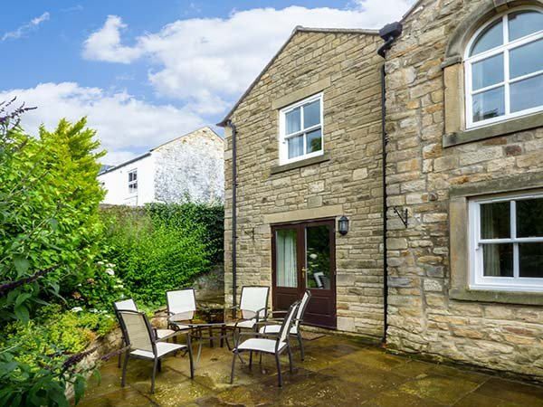 THE CARRIAGE HOUSE, WiFi, off road parking, Barnard Castle, Ref 929734 - Image 1 - Barnard Castle - rentals