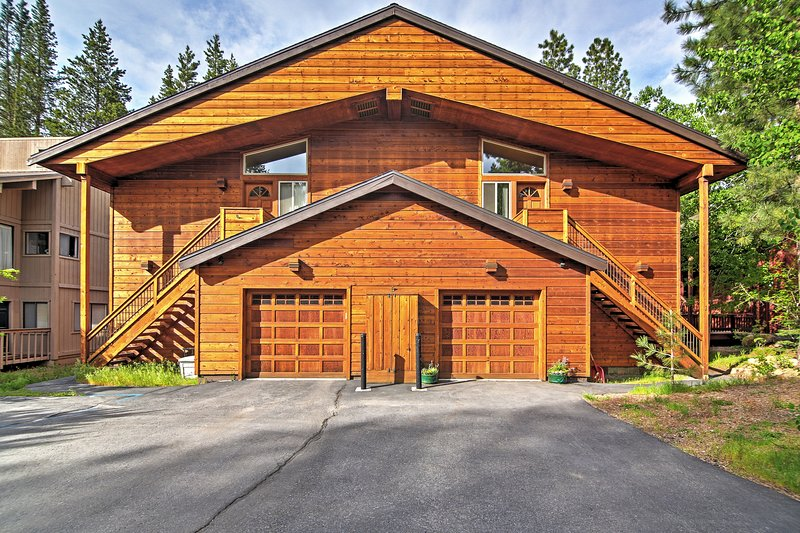 Welcome to your charming Truckee vacation rental condo! - Beautifully Appointed 2BR Tahoe Donner Condo w/Spacious Layout & Wifi - Easy Access to Skiing, Golfing & Truckee Attractions! - Truckee - rentals
