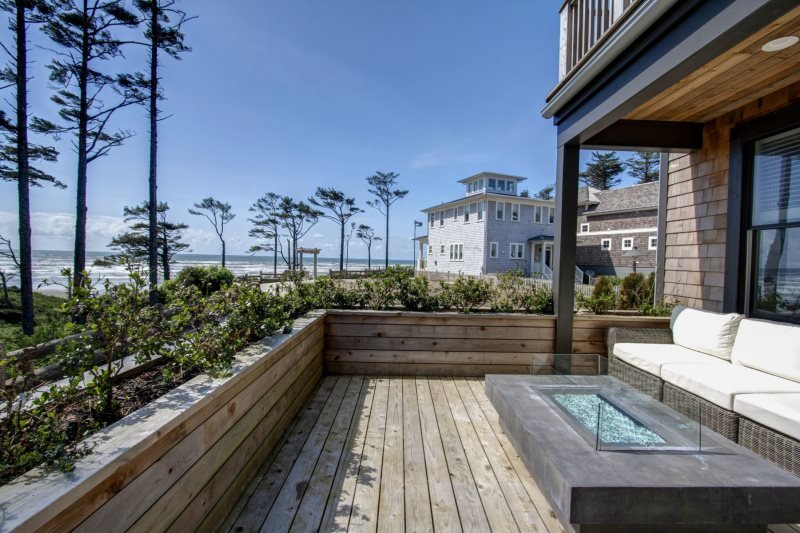 Bella Vita with carriage house - Oceanfront - Image 1 - Pacific Beach - rentals