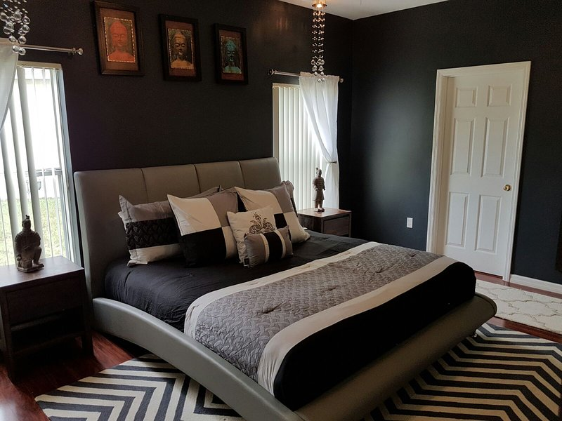 Luxury 5 Star 4 Bedroom Waterfront Villa - Image 1 - Kissimmee - rentals