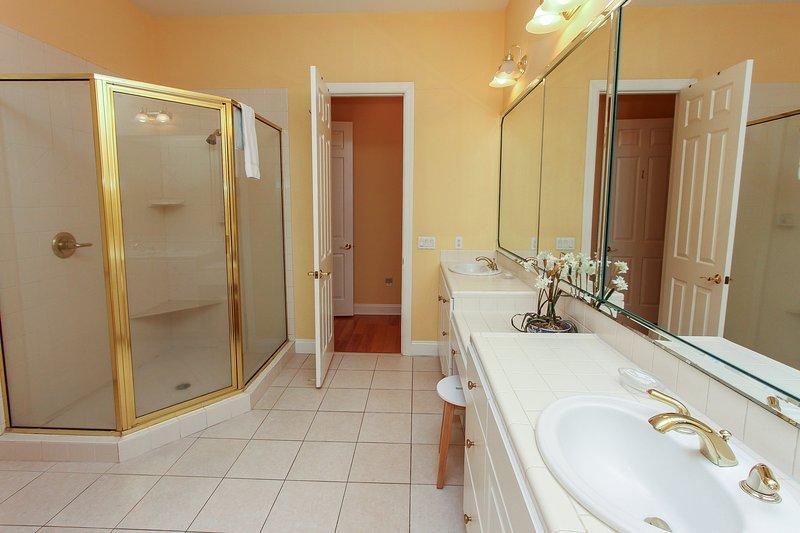 Bedroom 1's bathroom - Sea Pines, 13 Black Skimmer Rd. Beach View! - Hilton Head - rentals