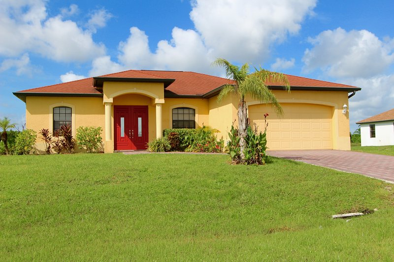 Come start your vacation with us! Spacious, fully furnished, clean home with pool! - Villa Sunrise - Lehigh Acres - rentals