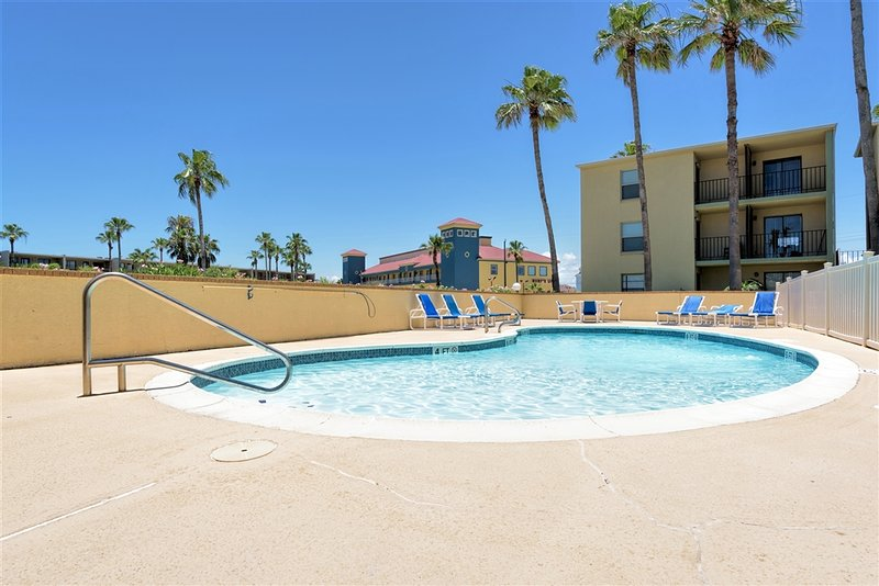 Casual comfort, great value close to beach! - Image 1 - South Padre Island - rentals