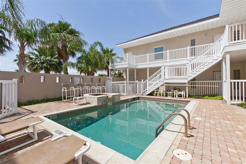 Los Cabos III Condominiums South Padre Island Pool & Jacuzzi - Luxury 2BR Condo Half Block to Beach Wanna Wanna - Port Isabel - rentals