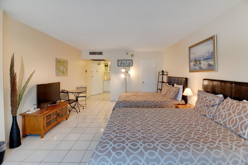 Ocean view studio with direct beach access and a shared pool & tennis court! - Image 1 - Miami Beach - rentals