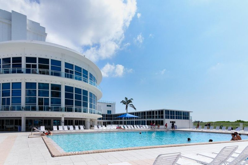 Contemporary condo w/ community pool, gym, near beach! - Image 1 - Miami Beach - rentals