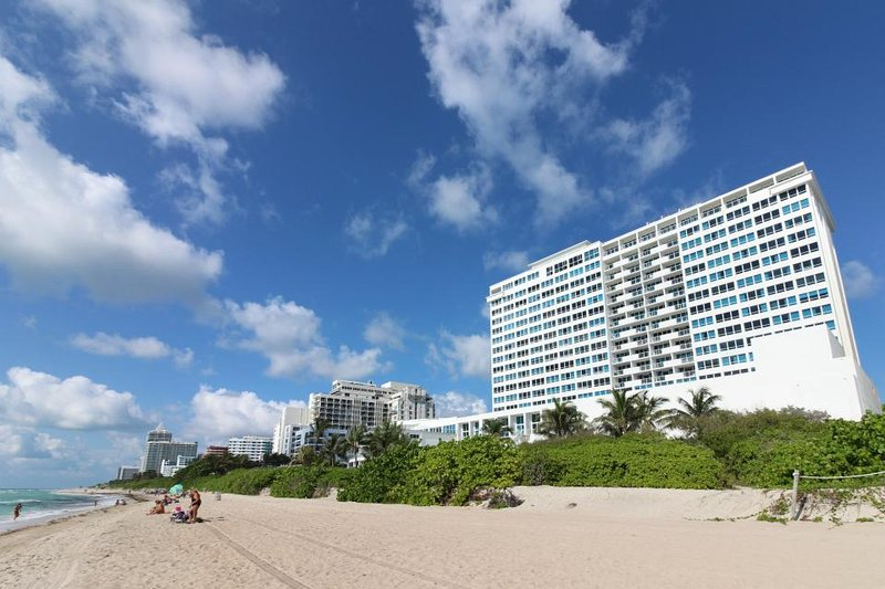 Stylish waterfront studio w/bay views, shared pool, & beach access - Image 1 - Miami Beach - rentals