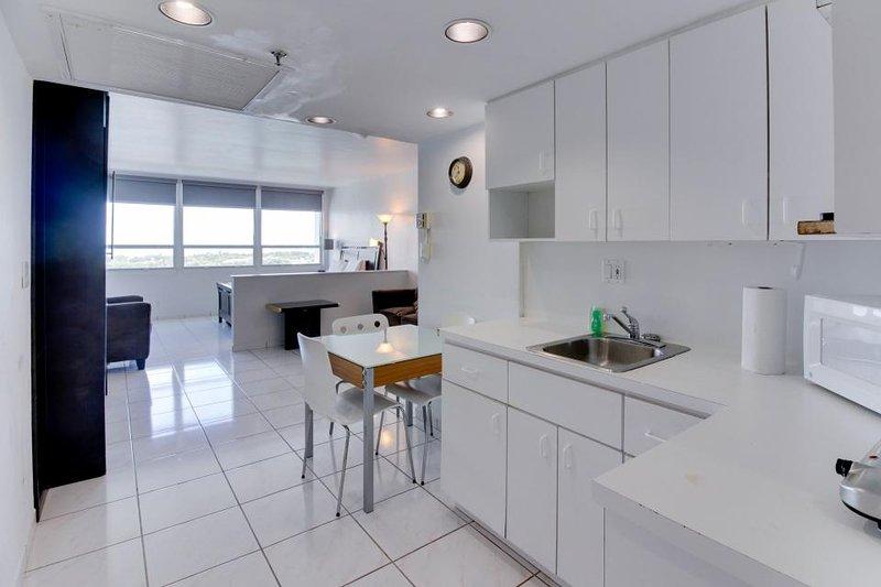 Stylish waterfront studio w/bay views, shared pool, & beach access - Image 1 - Miami Beach - rentals