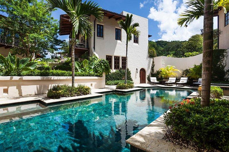 Casa Brewer, Sleeps 12 - Image 1 - Playa Prieta - rentals