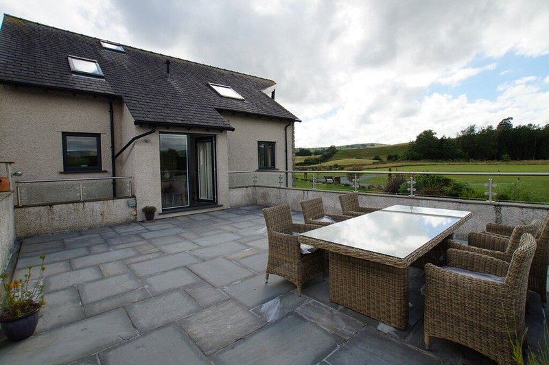 CARUS GOLF PENTHOUSE, Kendal, South Lakes - Image 1 - Kendal - rentals
