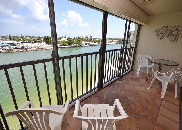 Lands End 4-402- Top floor, Beautifully Decorated 2 Bedroom Bay Side Condo! - Image 1 - Treasure Island - rentals