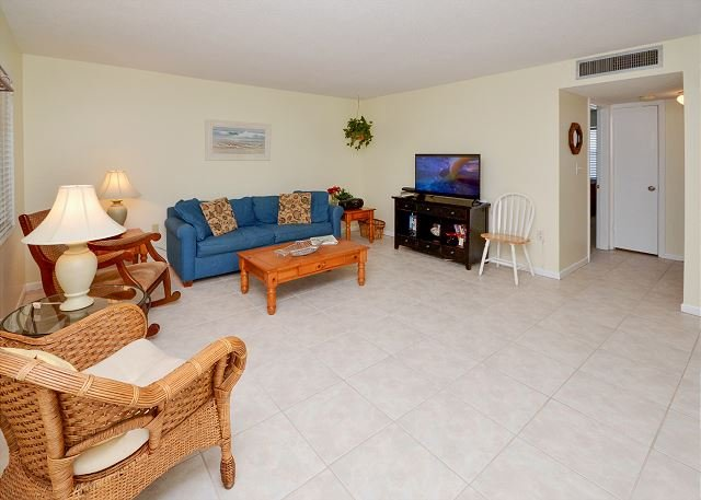 Living Room - Waves 18 - 2nd Floor 2 Bedroom Condo with Pool, BBQ - Quick Walk to the Gulf! - Saint Pete Beach - rentals