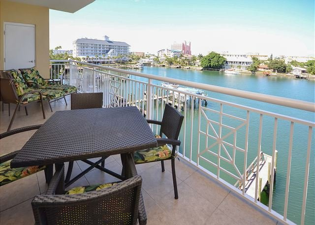 Boats and Views - Bay Harbor 401 - 4th Floor Corner Condo with Free WiFi and Bay Front Pool! - Clearwater - rentals