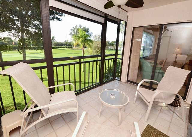 La Puerta 9-252 Updated Condo with Screened Balcony, Golf Course View w/WiFi! - Image 1 - Saint Petersburg - rentals