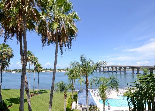 Bahia Vista 9-424- 4th Floor Bay Front Corner Condo with Beautiful Views! - Image 1 - Saint Petersburg - rentals