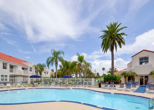 Vista Verde East Pool - Vista Verde East 6-147  Totally Renovated! Ground Floor, Poolside Isla Condo! - Saint Petersburg - rentals