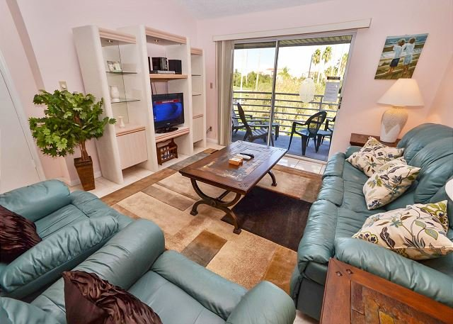 Living room with balcony - Vista Verde East 7-257- Second Floor, 2BR Condo with a Golf Course View! - Saint Petersburg - rentals