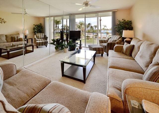 Bahia Vista 11-237- Double Bay Front Balcony, Free WiFi, Beach, Pool and Spa! - Image 1 - Saint Petersburg - rentals
