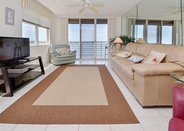 Bahia Vista 17-881 Amazing Penthouse Condo with Spectacular Bay Views! - Image 1 - Saint Petersburg - rentals
