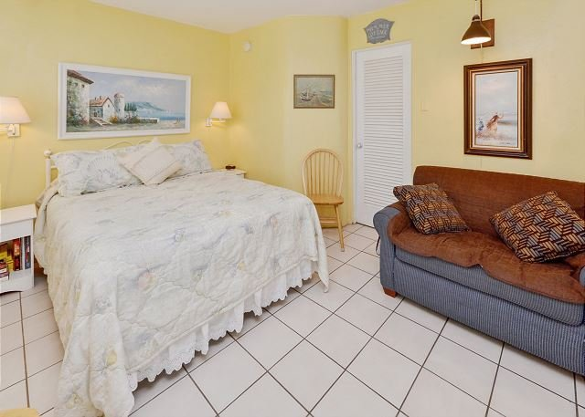Queen Bed and Sleeper Sofa - Sea Rocket #16 - Freshly Updated 2nd Floor Unit with New Kitchen! Free WiFi! - North Redington Beach - rentals