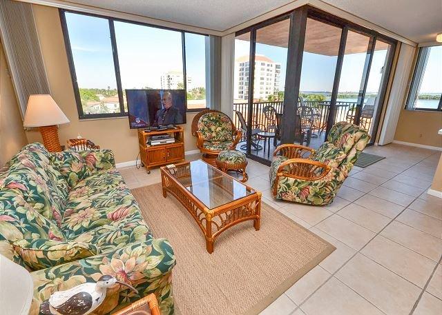 Isla Del Sol - Bahia P-406  4th Floor Corner Condo with Panoramic Views! - Image 1 - Saint Petersburg - rentals