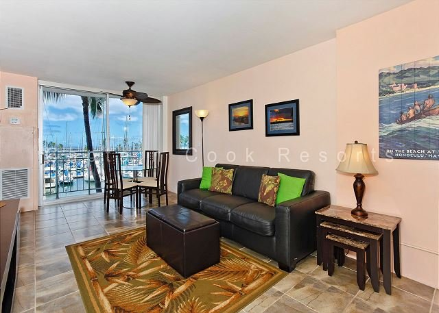 Updated one-bedroom with AC, WiFi & views of the marina!  Sleeps 4. - Image 1 - Waikiki - rentals