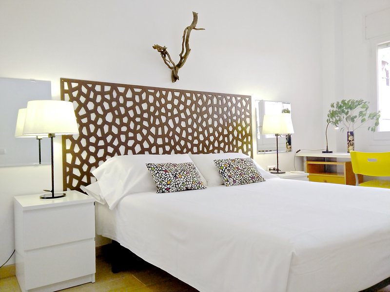 Central Eixample 3 BR & terrace - Garden House apt - Image 1 - Barcelona - rentals