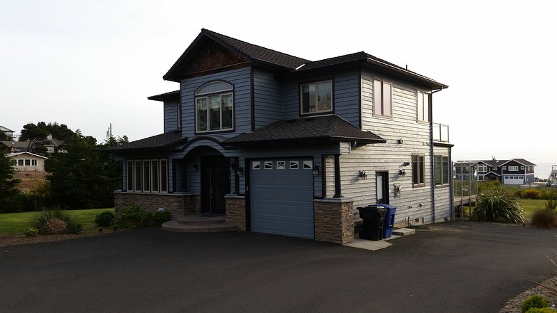 Beach Castle Home with Super Ocean View H.Tub Wifi - Image 1 - Lincoln City - rentals
