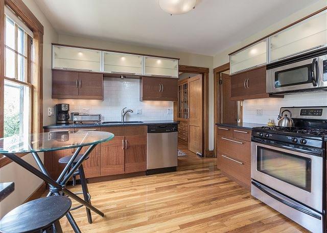 Kitchen Area 2 - Furnished 2.5BR / 1 BA Apartment in Boston! - Boston - rentals