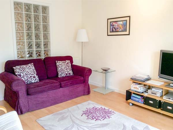 WEAVERS LINN, first floor apartment, modern facilities, close to village, near - Image 1 - Melrose - rentals