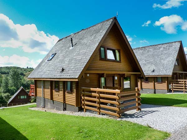 MERRICK, detached lodge on holiday park, en-suite, Smart TV, balcony, Colvend - Image 1 - Colvend - rentals