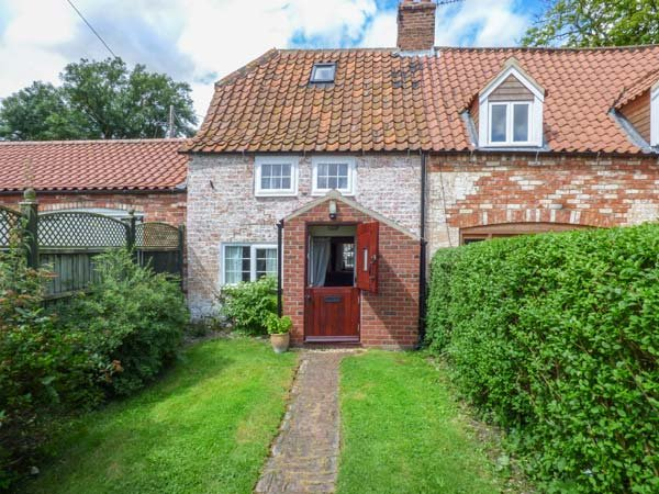 WOODBINE COTTAGE, historic, character features, woodburner, parking, West Torrington, Wragby, Ref 935089 - Image 1 - Wragby - rentals