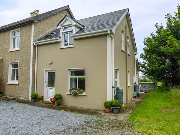 POULNADAREE, solid fuel stove, lawned garden, estuary views, in Killimer, Kilrush, Ref 941009 - Image 1 - Kilrush - rentals