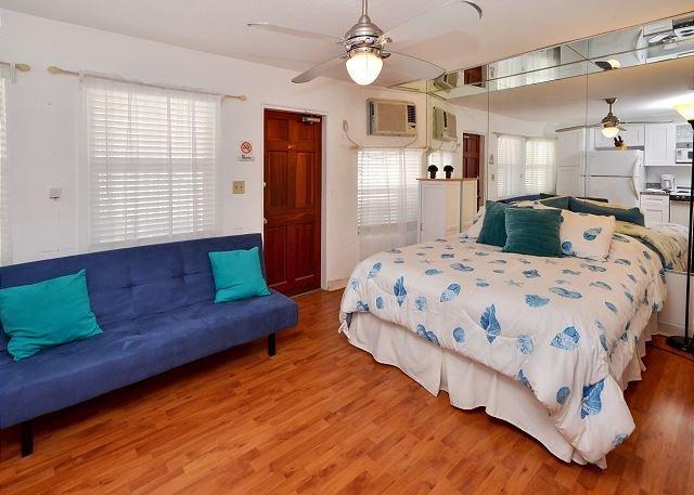 Queen Bed - Sea Rocket #12 Bright and Cheery Ground Floor, Beach Condo  - Free WiFi! - North Redington Beach - rentals