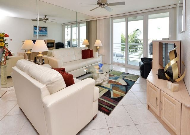 Bahia Vista 10-430 Immaculate Bay Front Condo with All your Media Needs! - Image 1 - Saint Petersburg - rentals
