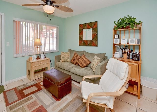 Perfect Family Accommodations - Tropic Breezes #9- Beautifully Decorated Ground Floor Condo with Pool w/ WIFI - Madeira Beach - rentals