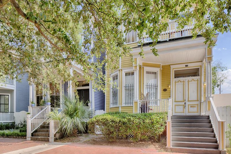 Dog-friendly Victorian townhouse w/ porch & deck, 2 blocks from Forsyth Park! - Image 1 - Savannah - rentals
