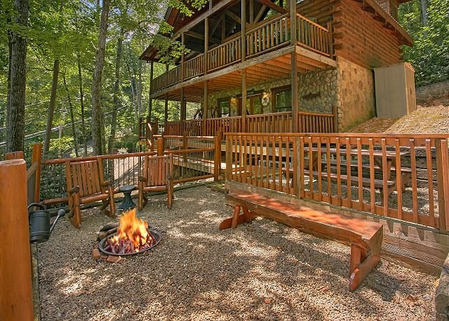 2bedroom Pet Friendly Cabin Gatlinburg TN 5 Minutes to Arts&Crafts Community - Image 1 - Sevierville - rentals