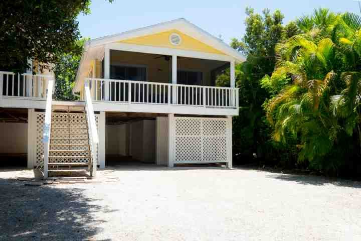 746 Cardium Unit 2 with Covered Parking and Screen Patio - 746 Cardium Street - Cottage 2 - Newly Redecorated! New to Market Prime Dates Available! - Sanibel Island - rentals
