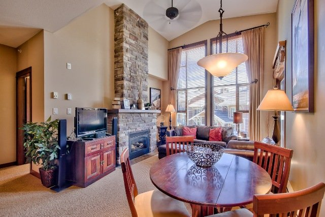 Dining and Living - Stone's Throw Condos - ST17 - Sun Peaks - rentals
