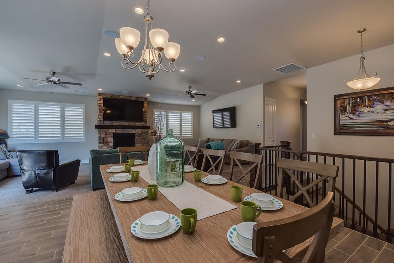 Dining for 10 at this elegant table - Private Hot Tub in Paradise - Santa Clara - rentals