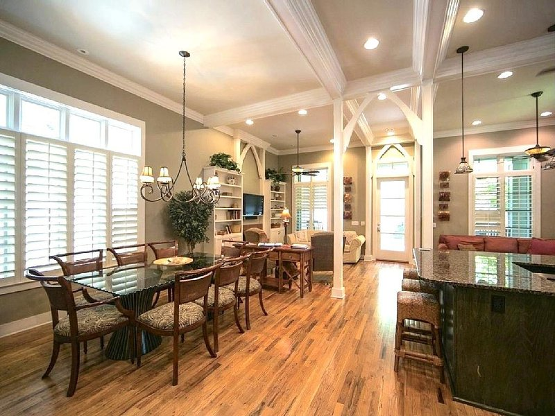 Sandpiper Cottage offers an Open Concept Living Room, Dining Room and Kitchen that is perfect for large families - SANDPIPER COTTAGE - Rosemary Beach - rentals
