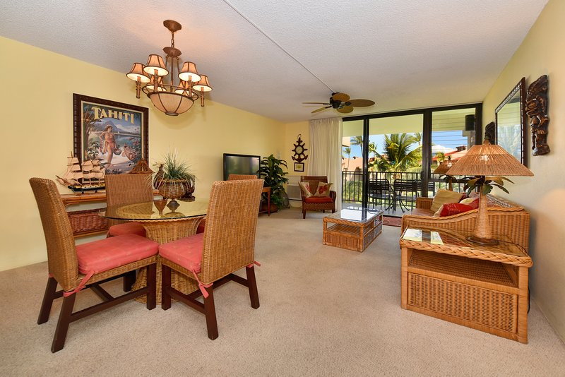 Third floor building #6 views over pool and ocean from lanai - Kamaole Sands -inner court - Summer special $110 - Kihei - rentals