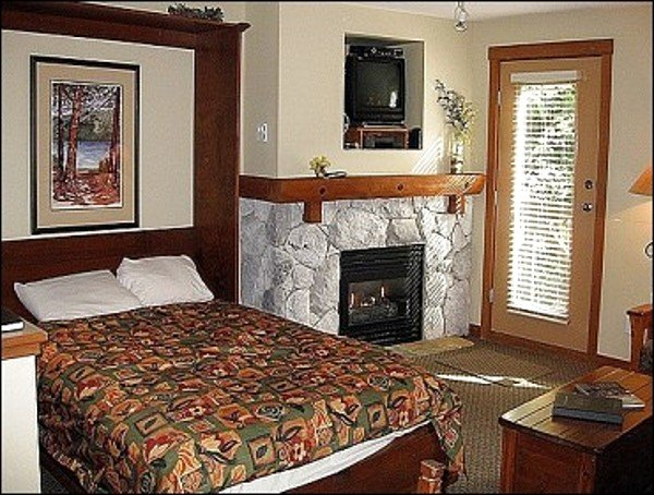 Murphy Bed is Offered in this Lovely Studio Apartment - Close to Golf Course & Lost Lake Park - Short Walk to Blackcomb Mountain & Upper Village (4027) - Whistler - rentals